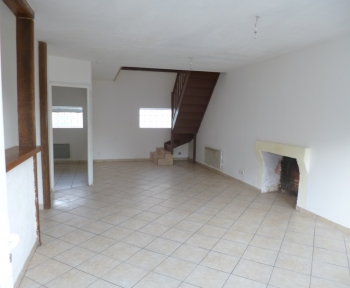 Location Maison 4 pièces Châtillon-sur-Indre (36700) - bourg